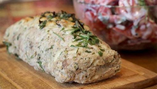 Как приготовить мясной рулет с луком и грибами