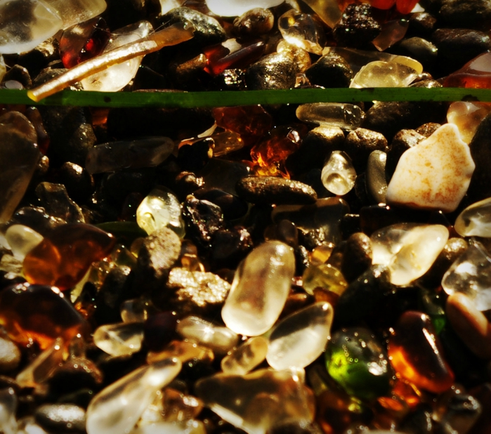 Glass-beach7 (700x618, 340Kb)