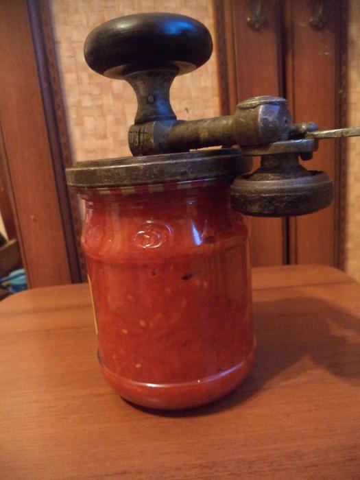 Вкусный соус из помидоров с орехами на зиму  ochenvkusnocom