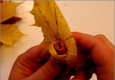 Розы из осенних листьев своими руками (20) (400x280, 86Kb)