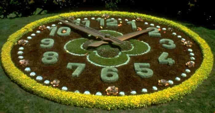 Flower Clock in Geneva2 (700x368, 117Kb)