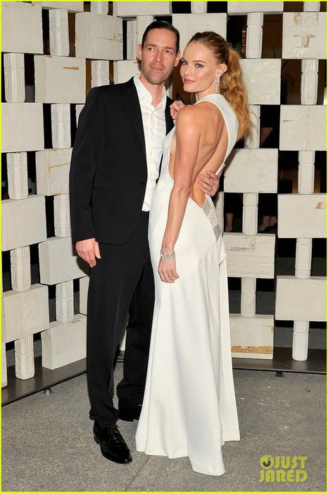 kate-bosworth-michael-polish-hammer-musuem-gala-03 (466x700, 94Kb)