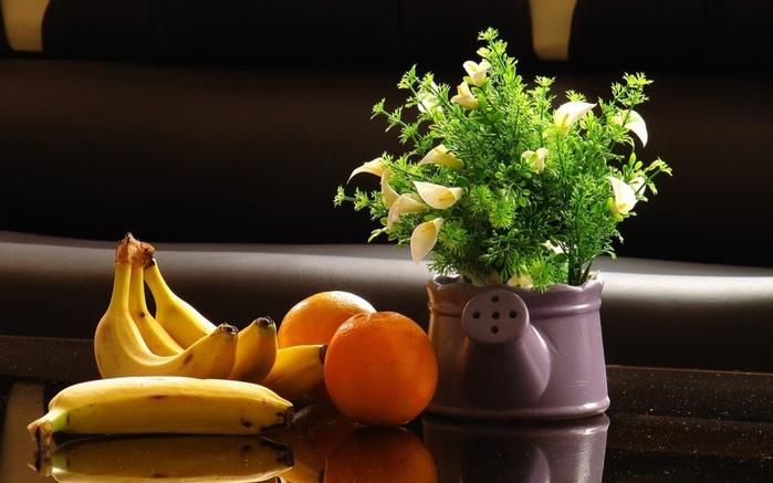 360003_natyurmort_banany_apelsiny_cvety_1680x1050_(www.GdeFon.ru) (700x437, 99Kb)