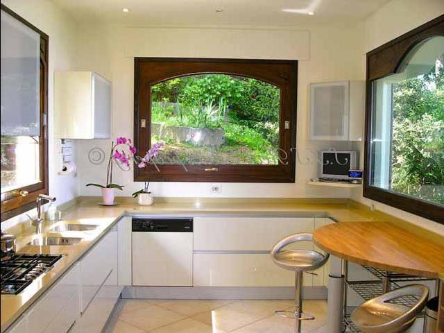 Кухня 9 кв.м дизайн с окном
