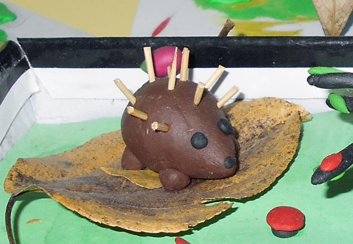 Ежик из картошки и семечек поделка
