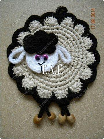 вязаная прихватка овечка, как связать прихватку овечку, схема вязания прихватки овечки, самоделный символ 2014 года, как сделать символ 2014 года, Хьюго Пьюго рукоделие,