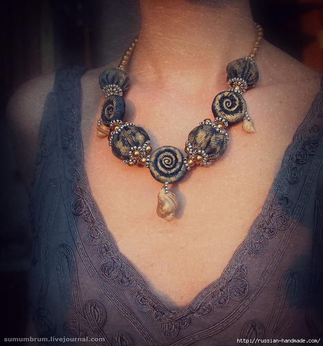 Джинсовое ожерелье из ракушек, бисера и бусин (5) (652x700, 366Kb)