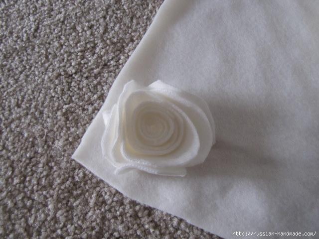 Шитье подушки - красавицы с розочками из флиса (3) (640x480, 169Kb)