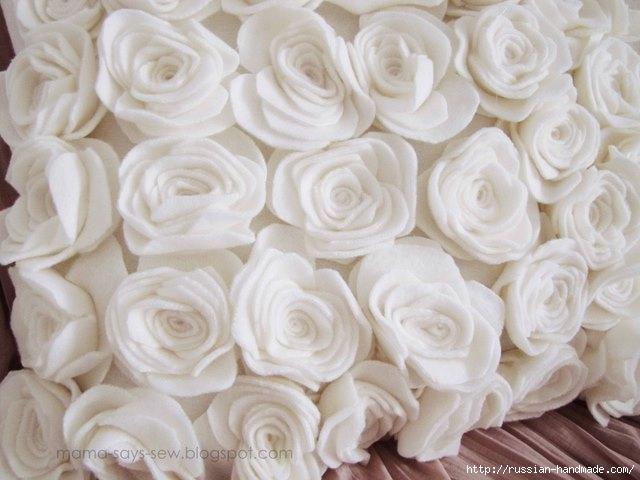 Шитье подушки - красавицы с розочками из флиса (12) (640x480, 147Kb)