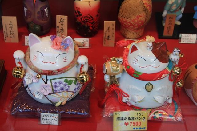 кошки манэки-нэко фото 1 (640x426, 312Kb)