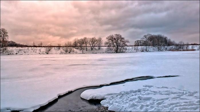 Пасмурный вечер зимой