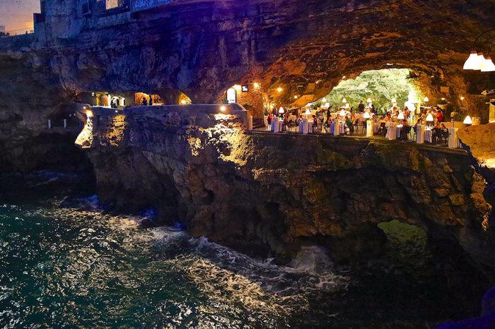 ресторан Grotta Palazzese 1 (700x466, 385Kb)