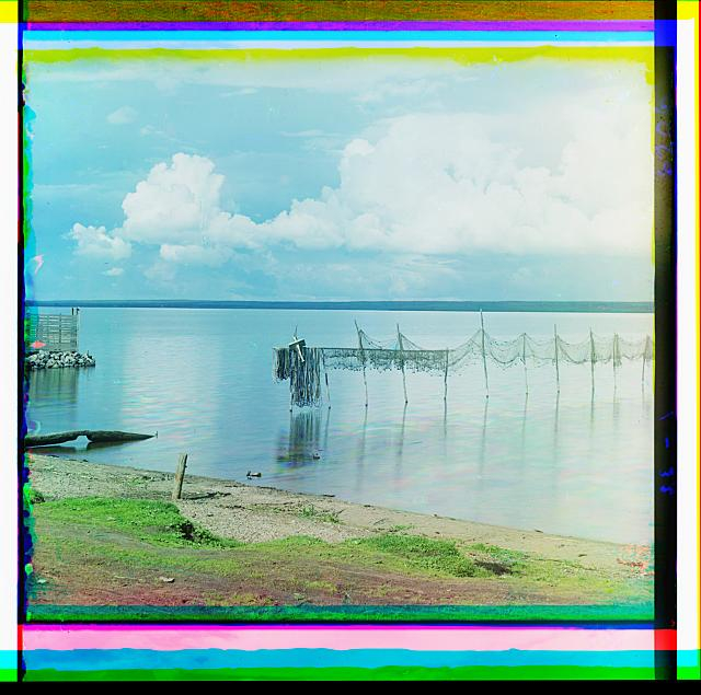 10. Сушка сетей на озере Селигер (640x635, 336Kb)