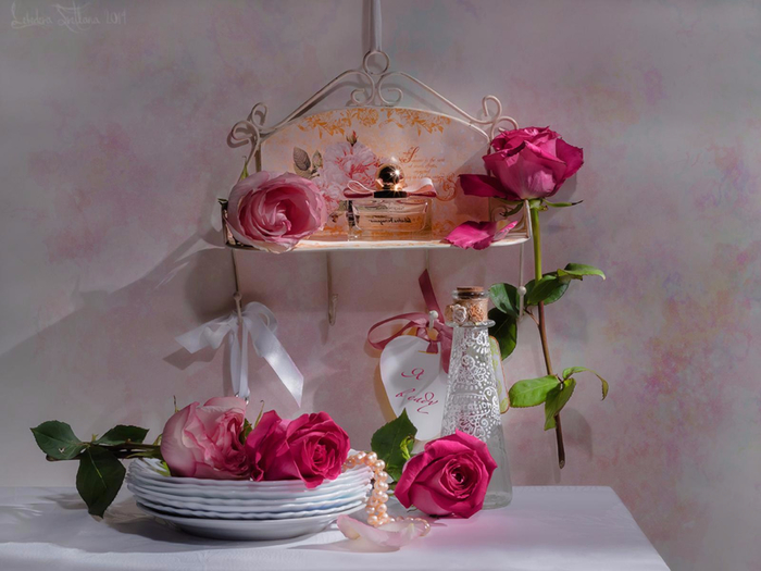 vintage_style_beautiful_pink_roses_perfume_1600x1200_hd-wallpaper-1804775 (700x525, 319Kb)