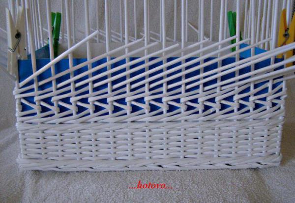 Корзинка для белья — плетение из газет9 (600x413, 222Kb)