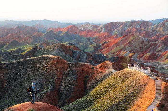 1-Разноцветные горы Чжанъе Данься (700x462, 402Kb)