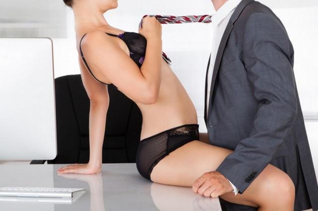 Парень облизует пальцы ног своей девушке фото 4-238