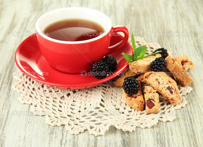 depositphotos_32140689-Cup-of-tea-with-cookies-and-blackberry-on-table-close-up (700x507, 143Kb)