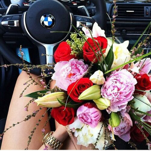 bmw-car-flowers-girl-Favim.com-1854923 (500x500, 276Kb)