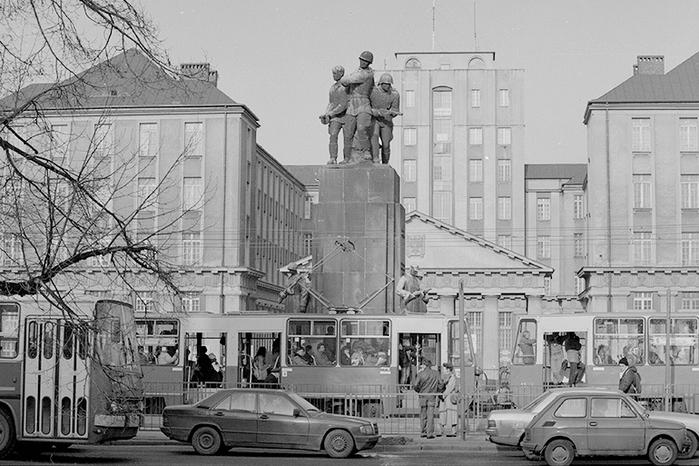 pomnik_braterstwa_broni_fot_slawomir_kaminski_ag (700x466, 229Kb)