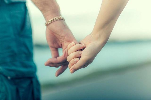 Парень с девушкой ласкают руками друг друга фото 521-569