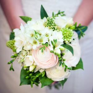 бело зеленый букет невесты