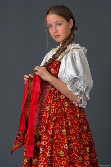 4947567_Rysskaya_krasavica_v_nacionalnom_kostume_ (427x640, 47Kb)