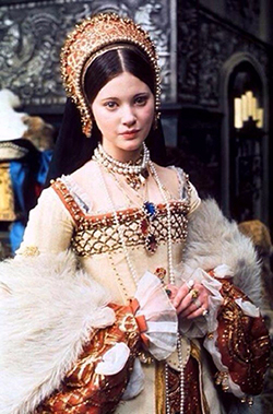 Stunningly-beautiful-photo-of-the-tragic-Lynne-Frederick-starring-as-Queen-Katherine-Howard-in-the-1972-film-Henry-VIII-and-His-Six-Wives-500x759 (250x379, 164Kb)