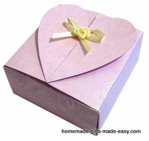 Шаблон сердечной коробочки для подарка (9) (300x284, 50Kb)
