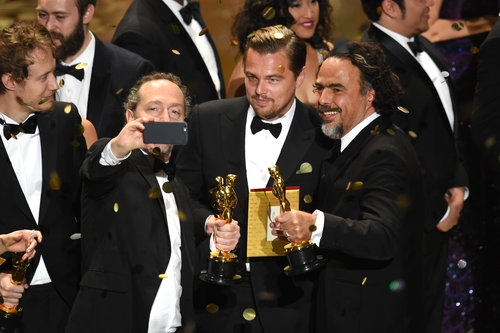 Oscars-2016-DiCaprio-finally-wins-Oscar-Spotlight-grabs-best-film_StoryPicture (500x333, 106Kb)