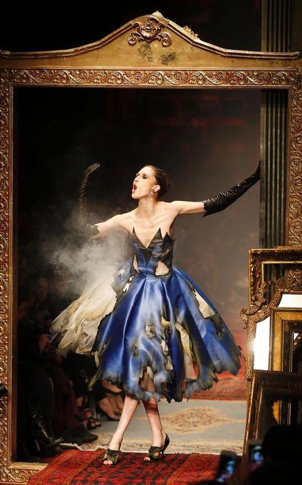 коллекция вечерних платьев Moschino