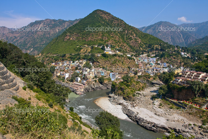 depositphotos_25723101-Devprayag-is-the-last-prayag-of-Alaknanda-River-and-from-this-point-the-confluence-of-Alaknanda-and-Bhagirathi-River-is-known-as-Ganga.-Uttarakhand-India. (700x466, 191Kb)