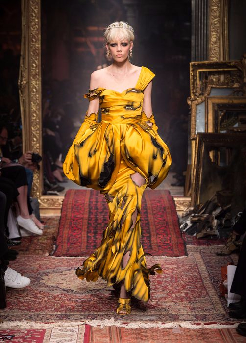 коллекция вечерних платьев Moschino 6 (502x700, 345Kb)
