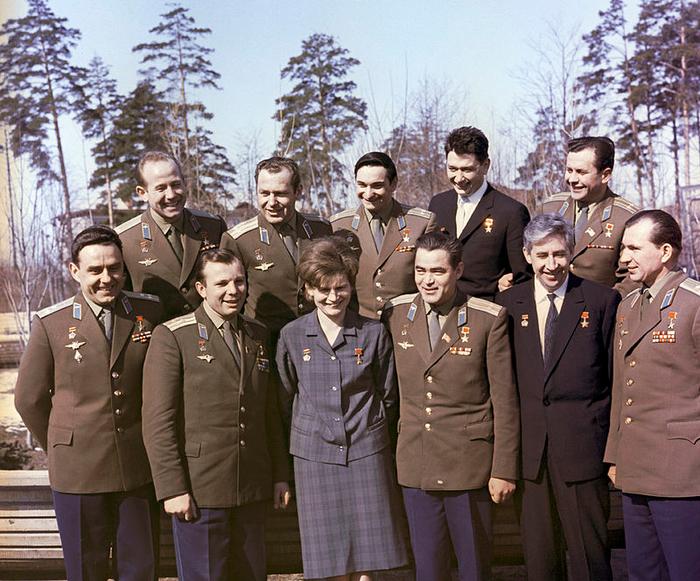 02_Soviet_cosmonauts (700x581, 535Kb)