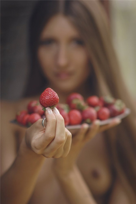 3718557_strawberries_any_one___by_saju90d6agk6p (468x700, 123Kb)