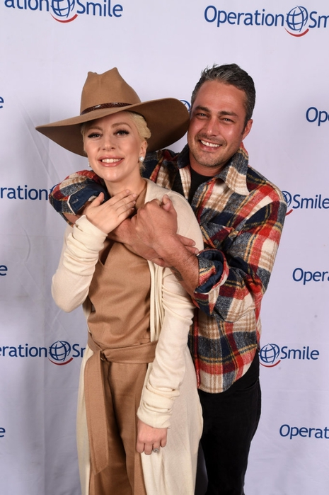 Lady-Gaga-Taylor-Kinney-Operation-Smile-Ski-Event (465x700, 204Kb)