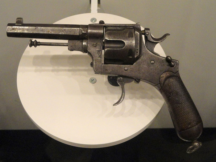 1024px-Italy_revolver,_Modello_1889,_Pistola_a_Rotazione,_System_Bodeo,_Caliber_10.35_mm,_made_in_1918_-_National_World_War_I_Museum_-_Kansas_City,_MO_-_DSC07468 (700x525, 346Kb)