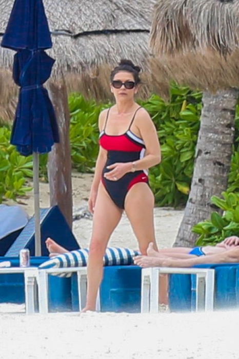 catherine-zeta-jones-in-a-swimsuit-as-she-relaxes-on-the-beach-in-cancun_1 (466x700, 216Kb)