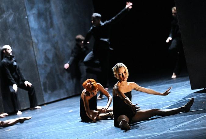 Кормление ягнят на сцене Большого театра