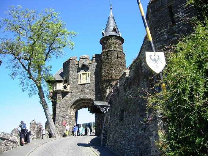 Замок Кохем под Райхсбургом. Германия. 82920