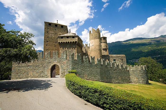 Итальянский замок Фенис (Castello di Fenis) 88685