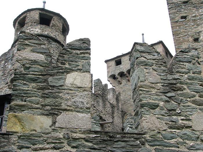 Итальянский замок Фенис (Castello di Fenis) 40991