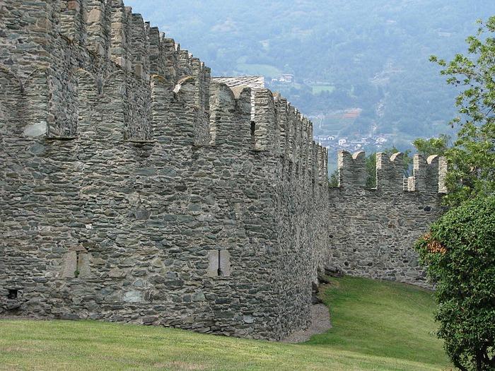 Итальянский замок Фенис (Castello di Fenis) 55446