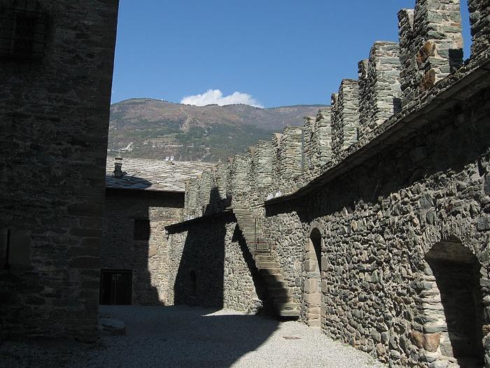 Итальянский замок Фенис (Castello di Fenis) 85434