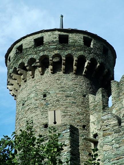 Итальянский замок Фенис (Castello di Fenis) 52308