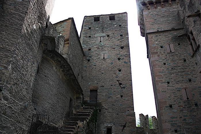 Итальянский замок Фенис (Castello di Fenis) 15367
