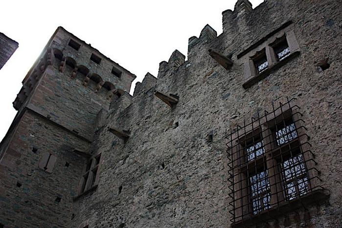 Итальянский замок Фенис (Castello di Fenis) 25701