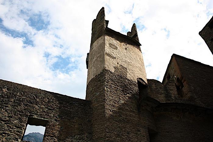 Итальянский замок Фенис (Castello di Fenis) 22024