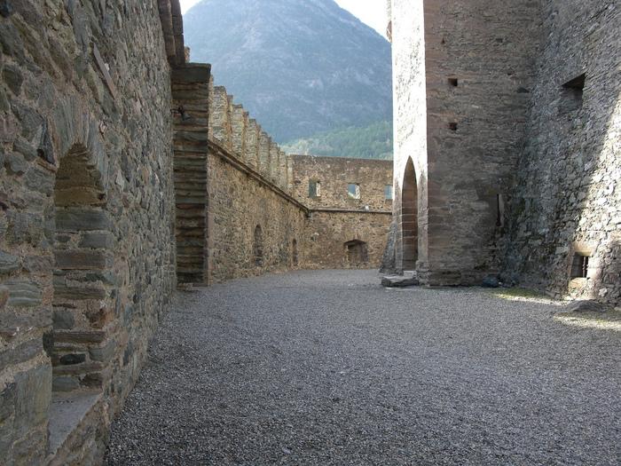 Итальянский замок Фенис (Castello di Fenis) 29951