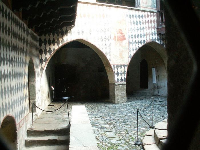Итальянский замок Фенис (Castello di Fenis) 29445